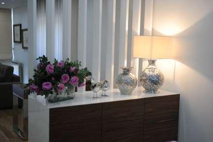 MORADIA UNIFAMILIAR, VISEU: Salas de jantar modernas por Atelier Ana Pereira Arquitetura e Decoração de Interiores -   934 449 371