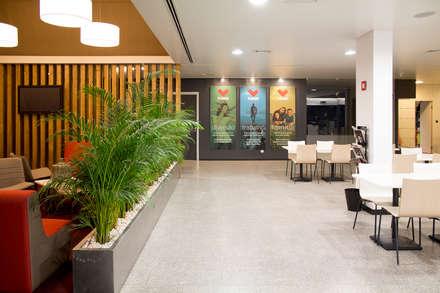 Foyer + Cafetaria: Ginásios modernos por Estúdio AMATAM