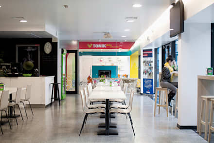 Cafetaria: Ginásios modernos por Estúdio AMATAM