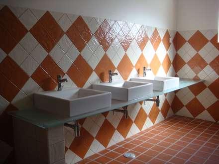 Espaço para Eventos: Casas de banho campestres por Gabiurbe, Imobiliária e Arquitetura, Lda