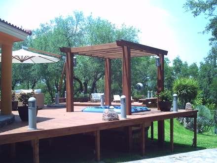 modern Pool by Moya-Arquitectos