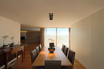 Casa em Guimarães: Salas de jantar minimalistas por 3H _ Hugo Igrejas Arquitectos, Lda