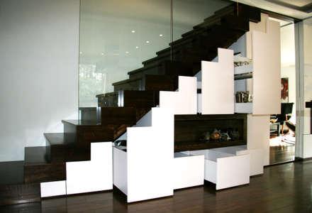 Wnętrza domu jednorodzinnego : styl , w kategorii Korytarz, przedpokój i schody zaprojektowany przez ER DESIGN