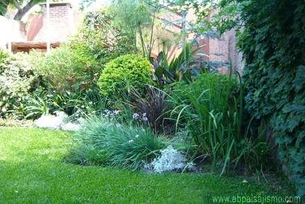 Remodelación Jardín Buenos Aires: Jardines de estilo topical por Alicia Bomchil
