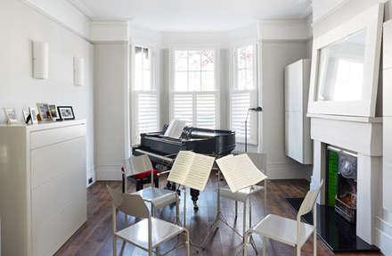 Briarwood Road: minimalistic Media room by Granit Architects