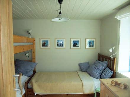 Kinderzimmer : koloniale Kinderzimmer von Büro für Solar-Architektur