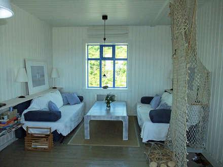 Wohnbereich: koloniale Wohnzimmer von Büro für Solar-Architektur