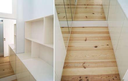 Apartamento Príncipe Real: Closets minimalistas por blaanc