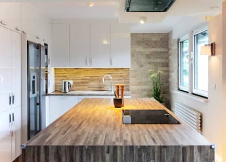 Moderne Küche mit Holzakzenten und Naturstein: koloniale Küche von ks-raumgestaltung