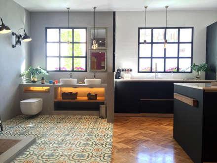 Badalona Home Design: Baños de estilo industrial de CONTRACT SOLUTIONS