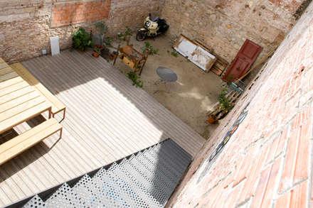 Reforma de vivienda en el Poblenou. Barcelona: Terrazas de estilo  de manrique planas arquitectes