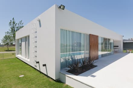 Prefabricated home by VISMARACORSI ARQUITECTOS