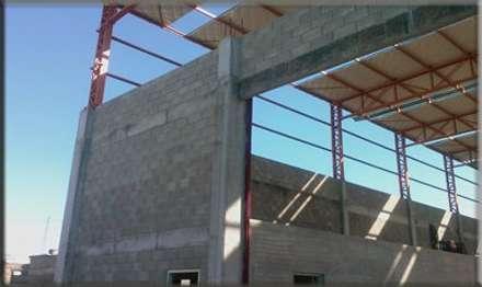 Fabrica - Obras: Paredes de estilo  por Centro Constructor