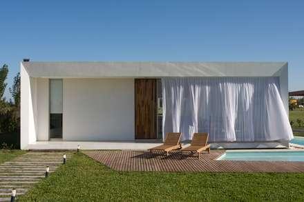 Proyecto: Casas de estilo moderno por VISMARACORSI ARQUITECTOS
