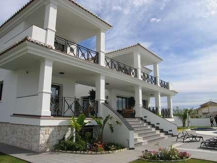 Rumah by UAArquitectos