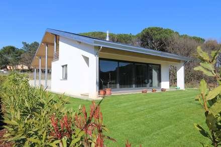 Fabbricato Residenziale Unifamiliare Umbertide: Case in stile in stile Moderno di marco carlini architetto