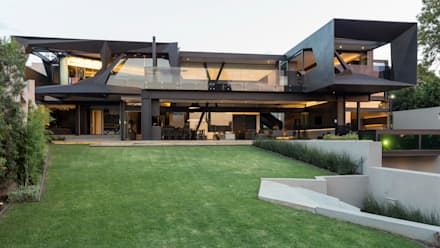 House in Kloof Road : modern Houses by Nico Van Der Meulen Architects