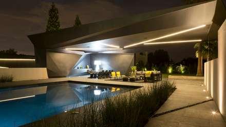 House in Kloof Road :  Terrace by Nico Van Der Meulen Architects