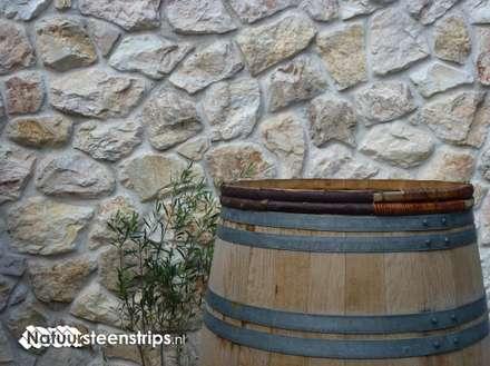 Karakteristieke oude Natuurstenen Muren: mediterrane Tuin door The Flagstone Company BV