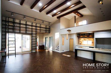 박공지붕의 모던 ALC 전원주택: (주)홈스토리의  거실