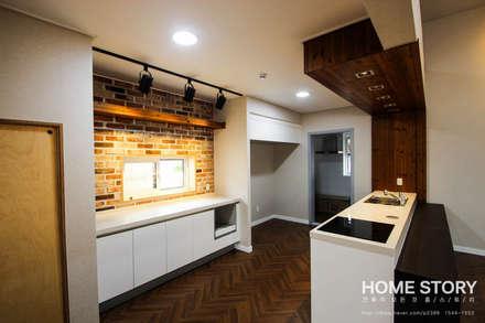 박공지붕의 모던 ALC 전원주택: (주)홈스토리의  주방