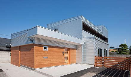 SILVER WAR SHIP (シルバー・ウォーシップ): 株式会社デザインスタジオ麦工房が手掛けた家です。