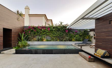 Casa em S. Pedro do Estoril: Piscinas modernas por Ricardo Moreno Arquitectos