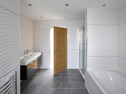 Nicol Lodge: modern Bathroom by ID Architecture