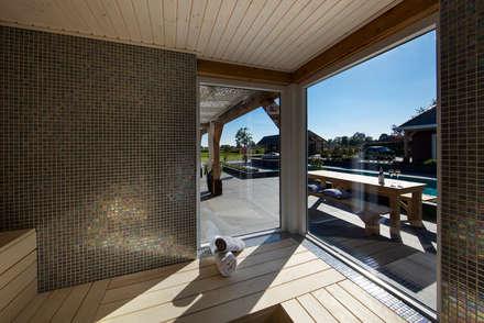 Sauna: mediterrane Spa door Medie Interieurarchitectuur