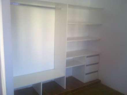placares, vestidores, frentes de placard: Dormitorios de estilo moderno por fabmueb amoblamientos