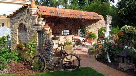 Antike Baustoffe: Klassischer Garten Von Antik Stein