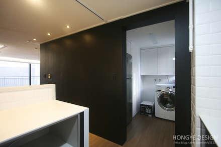 인더스트리얼 느낌의 30평 아파트 인테리어: 홍예디자인의  베란다