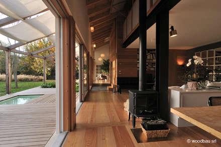 رہنے کا کمرہ  by Woodbau Srl
