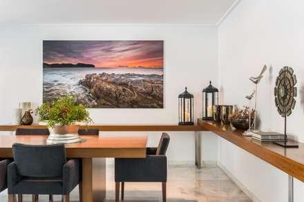 mediterranean Dining room by Laura Yerpes Estudio de Interiorismo