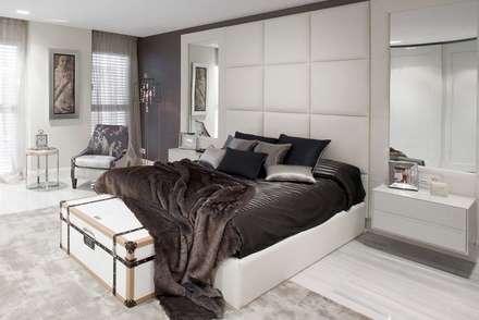 Suite principal en Barcelona: Dormitorios de estilo clásico de INEDIT INTERIORISTAS