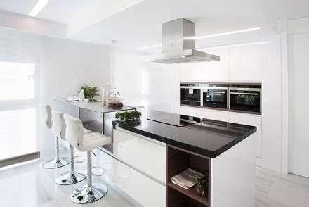 ห้องครัว by INEDIT INTERIORISTAS