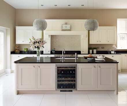 Tillingham  |  A Classic Family Kitchen : classic Kitchen by Davonport