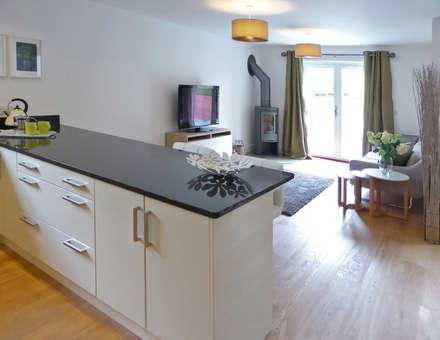 Church Mews, Hartland, Devon: modern Kitchen by The Bazeley Partnership
