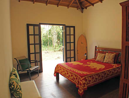 colonial Bedroom by RAC ARQUITETURA