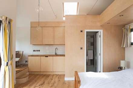 Garden annex: modern Garage/shed by Blankstone