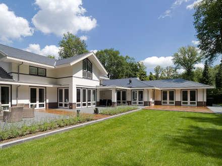 Villa te Doetinchem - Achtergevel: moderne Huizen door Friso Woudstra Architecten BNA B.V.