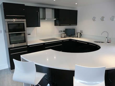 Compact High Black Gloss: modern Kitchen by PTC Kitchens