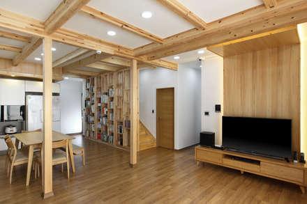 modern Corridor, hallway & stairs by woodsun