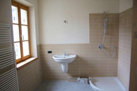 rustikale badezimmer ideen inspiration homify. Black Bedroom Furniture Sets. Home Design Ideas
