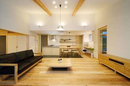牛川町の家2014: 株式会社kotoriが手掛けたキッチンです。