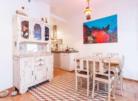 Casa Sul, um lugar onde se sente a alma portuguesa. : Cozinhas rústicas por alma portuguesa