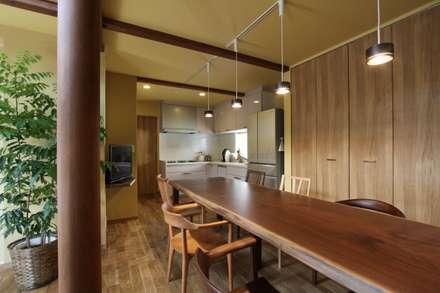 غرفة السفرة تنفيذ アトリエグローカル一級建築士事務所