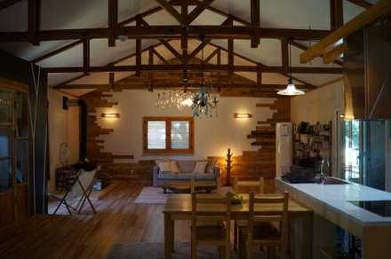 거실 : studio13 의  주택