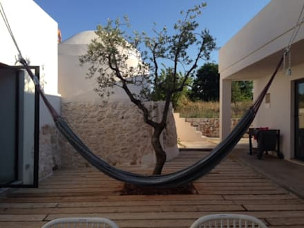 Ampliamento di un trullo: Case in stile in stile Mediterraneo di architetto Lorella Casola