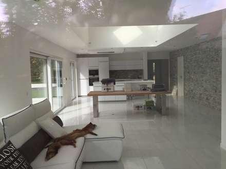 villa familiale à Hagenthal-le-Bas: Salon de style de style Classique par A.FUKE-PRIGENT ARCHITECTE